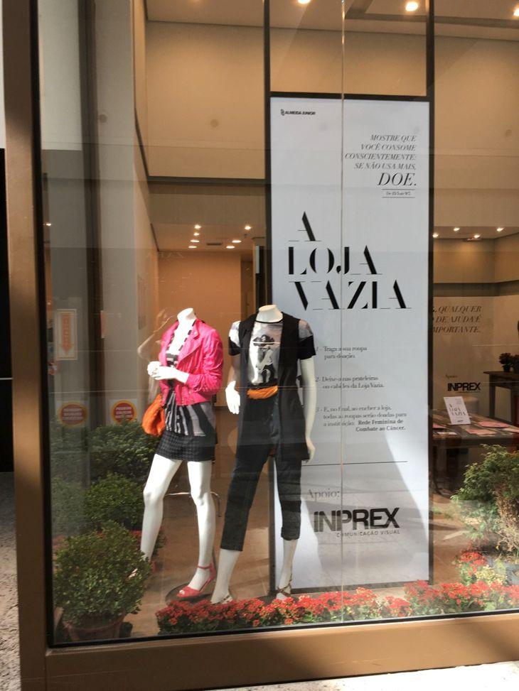 """df8d3cb970b9 Design de Moda produz vitrine da """"Loja Vazia"""" do Balneário Shopping ..."""